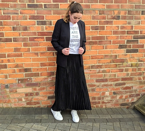 long pleated skirt with trainers